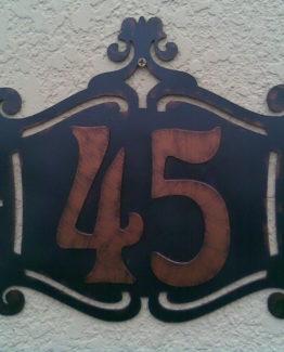 кованные таблички с номером дома